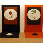 兩幅圖畫、黑紅布幕及黑與白米 2011 於嘉義泰郁美學堂個展呈現